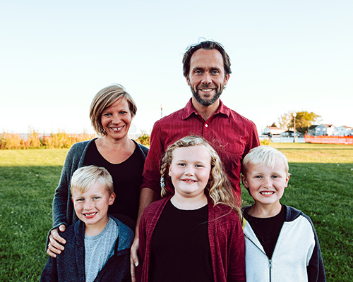 Chiropractor New Baltimore MI Dr. Pete and Meghan Rom With Family